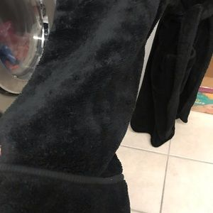 Black Fluffy Robe (Medina)
